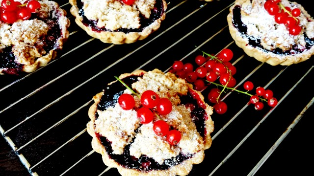 Red Black & Blue Crumble Tarts3- Oh So Sweet Baker